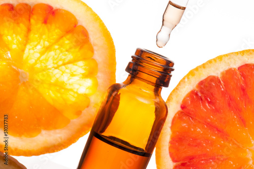 Essential oil with orange_Olio essenziale con fetta di arancio - 51037783