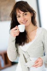 Pause café et jolie brune
