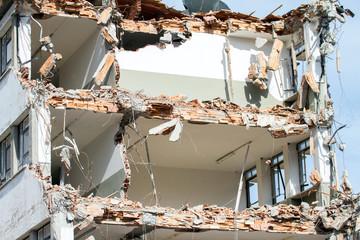 edificio in demolizione