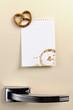 Blank note on fifties fridge door with Pretzel magnet