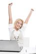 Jung, dynamisch, erfolgreich - junge Frau im Büro