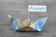 Freizeit, Urlaub, Reisen - Konzept mit Segelboot