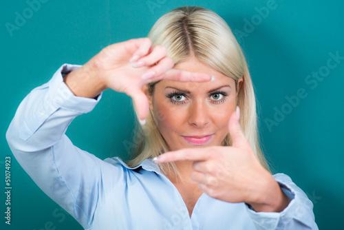 blick durch die fingerlinse