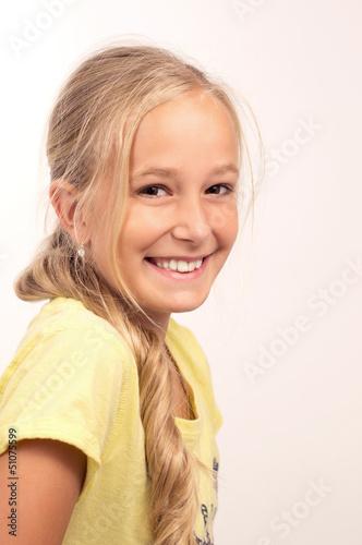Portrait eines hübschen blonden Mädchens