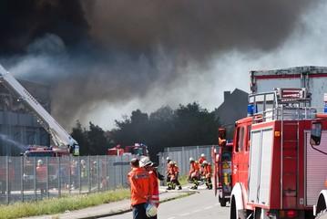 Feuerwehr im Einsatz bei Großbrand