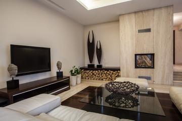 Travertine house: Braided decoration interior