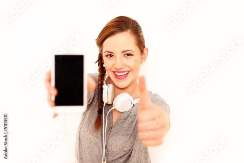 junges Mädchen mit Smartphone