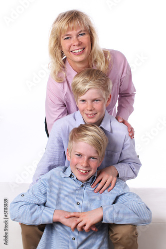 Kinder mit Mutter hintereinander - children with mother