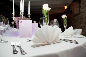 Festlich gedeckter Tisch ©yvonneweis