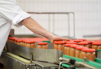 Lebensmittelindustrie Konserven // Industrial food production