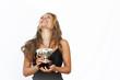 Junge Frau mit Pokal