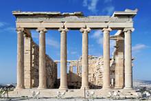 Arrière du temple d'Erechthéion avec des colonnes ioniques dans Acropol