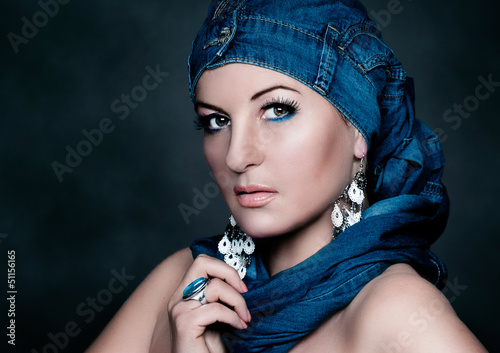fashion portrait mit Jeans close / flower&jeans 02_2
