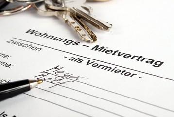 Vertragsunterzeichnung bei Mietwohnung