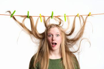 Haare auf der Wäscheleine
