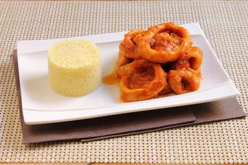 Calamar en salsa americana con cuscús