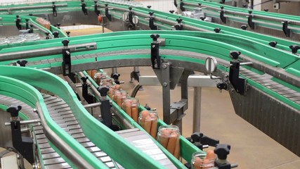 Lebensmittelindustrie Fliessband // Industrial food production