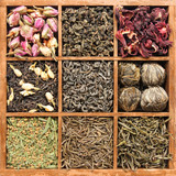 Assorted tea in wooden box - (manual focus)