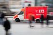 Rettungswagen im Einsatz - 51195758