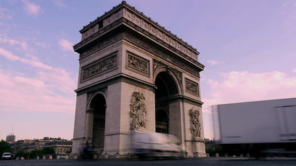 cars drive past arc de triomph