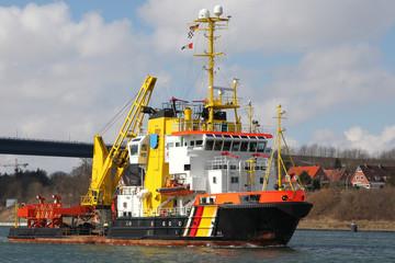Schlepper und Löschboot