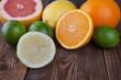 Zitrone mit Frucht-Mix auf Holz I