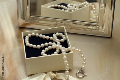Pearl necklace in a gift box in front of a mirror - 51209575