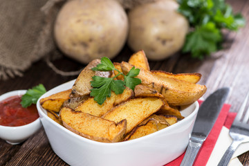 Potato Wedges with Parsley and Sauce