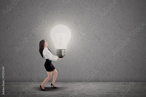 Asian businesswoman carry light bulb
