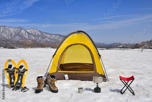 雪原のキャンプ風景