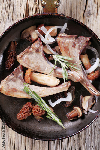 Lamb chops and mushroom
