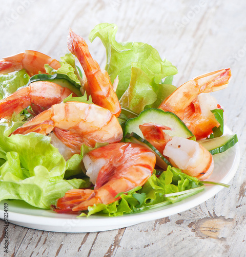 Green salad with shrimps