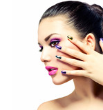 Fototapety Beauty Makeup. Purple Make-up and Colorful Bright Nails