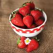 Erdbeeren auf Jute