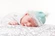 baby schlafend auf dem bauch