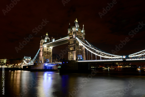 Le Tower Bridge de nuit