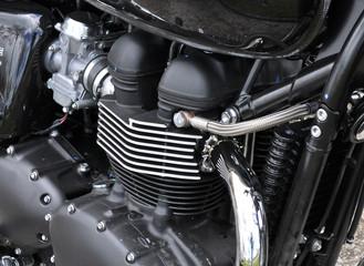 Motore cromato di una moto. Dettaglio della testata