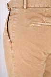 dettaglio di pantaloni da uomo