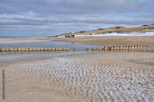 canvas print picture Wanderung am Strand im Winter auf Sylt nach Wenningstedt