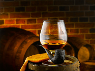cognac e pipa in cantinetta