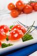 Funghetti di mozzarella e pomodoro, fuoco selettivo