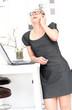 Geschäftsfrau hat Spaß beim telefonieren