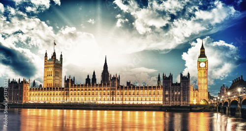 big-ben-i-house-of-parliament-w-river-thames-international