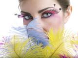 Sguardo con piume colorate e ciglia finte - 51317978