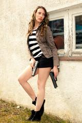 Frau mit Waffen