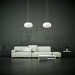 Sofa vor grauer Wand