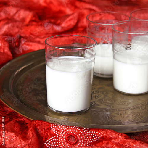 gläser mit buttermilch
