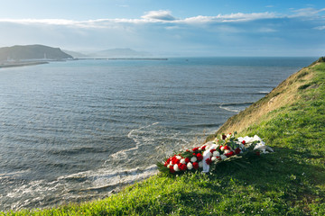 memorial flowers because a dead at sea