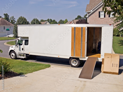 Moving Truck - 51337999