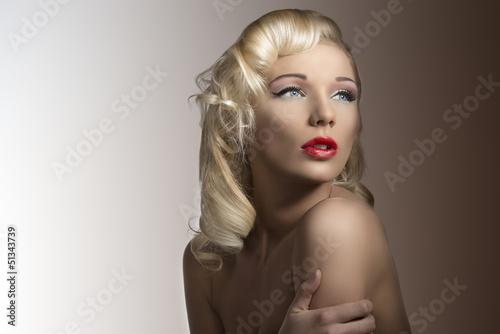seksowna-blondynka-w-stylu-vintage